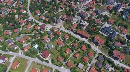 sérvia : Aerial top view of houses in Zlatibor, Serbia, 4k