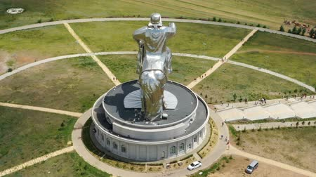 imperador : Aerial around view of huge equestrian statue of Genghis Khan in the steppe, Mongolia, Ulaanbaatar