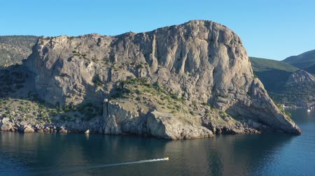 視力 : Aerial view of moutains rocks and sea in Crimea