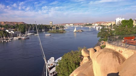 ルクソール : felucca boats on Nile river in Aswan Egypt