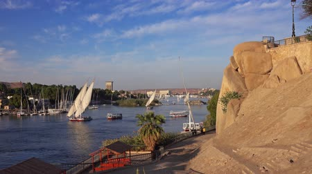 парусное судно : felucca boats on Nile river in Aswan Egypt