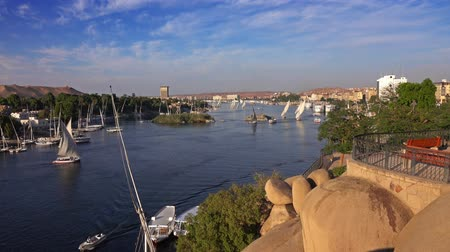 margem do rio : felucca boats on Nile river in Aswan Egypt