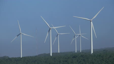 турбина : Windmills or wind turbine on wind farm