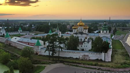 sobre o branco : Ipatievsky Monastery in Kostroma at sunset Russia