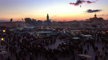 marrocos : Jemaa el Fna square crowded after sunset Morocco Vídeos