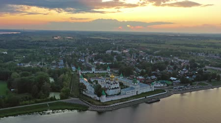 монастырь : Ipatievsky Monastery in Kostroma at sunset Russia