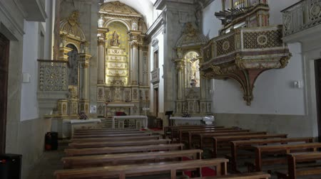 oszlopok : Interior of Church of Mercy in Viseu, Portugal