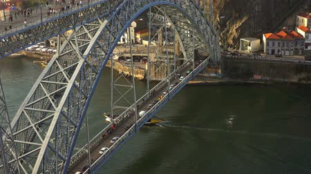 eiffel : Dom Luis Bridge and boat on Douro river in Porto Stock Footage