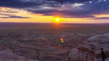 плато : Canyons Tsagaan suvarga at sunrise in Mongolia Стоковые видеозаписи