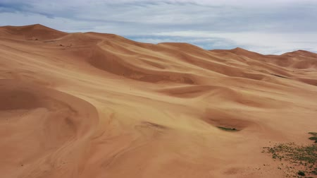 モンゴル国 : Aerial view of sand dunes in Gobi Desert
