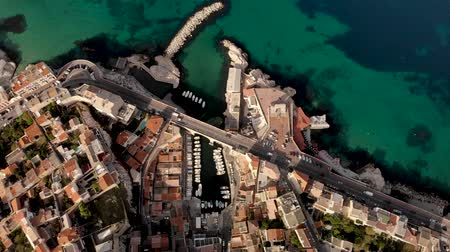 Marseille city and coastline amazing aerial view 4K with Corniche Kennedy, Vallon des Auffes, Notre Dame de la Garde, les Catalans - Travel in south of France  Catégorie  Voyages