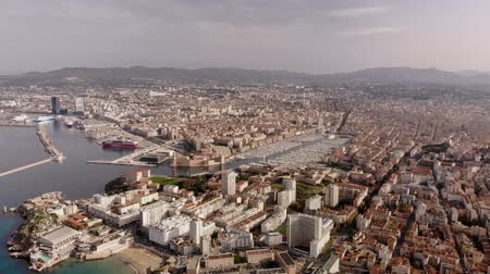 Marseille city and coastline amazing aerial view 4K with Corniche Kennedy, Vallon des Auffes, Notre Dame de la Garde, Vieux Port - Travel in south of France Vídeos