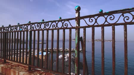 ferrugem : Barier rusted by the sea and storms - Marseille mediterranean coastline