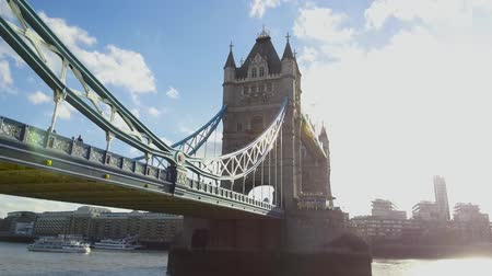 nieten : Berühmte London Tower Bridge auf der Themse