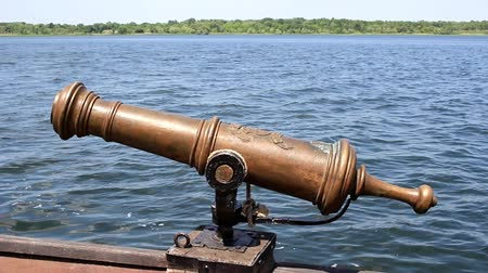 картечь : The howitzer of the 16th century, which was installed on a sailing ship and adapted for shooting with buckshot and explosive shells.