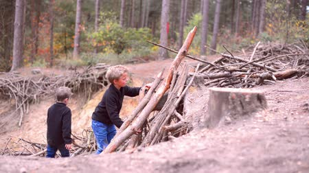 bina : kids building shanty in a forest