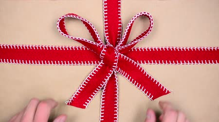 presentes : unwrapping gift, chroma key
