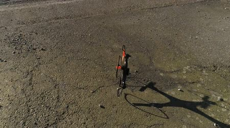 drone crasht op de grond in slow motion Stockvideo