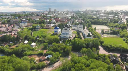 православие : Flight of the camera over the ancient Orthodox Church. Uspensky (Assumption) Trifonov monastery with Assumption Cathedral, Belfry and St. Nicholas Gate Church in Kirov, Russia