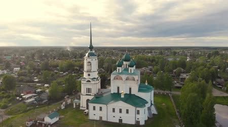 православие : Flight of the camera over the ancient Orthodox Church. Ancient Annunciation Cathedral (1560-1584) on on the old trade route passing from Totma to Arkhangelsk. Solvychegodsk.