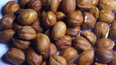 avellano : Smooth rotation of hazelnut kernels close-up