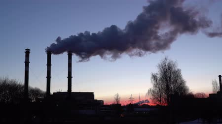 anidride carbonica : Air pollution from industrial plant pipes