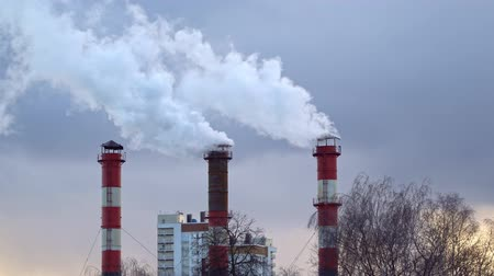 dioxid : Air pollution from the combustion of coal and fuel oil at the heat station Stock mozgókép