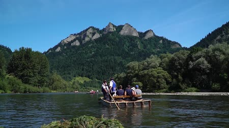 以上 : Poland, Tatras June 2019. Rafting on the Danube river. The tourist route is more than 100 years old