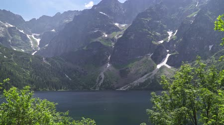 Словакия : Mountain lake in the Tatras in summer. Lake of the top 5 most beautiful lakes on earth Стоковые видеозаписи
