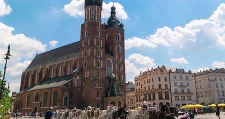cracovie : Cracovie Pologne juin 2019. Basilique Sainte-Marie de la vieille ville. laps de temps