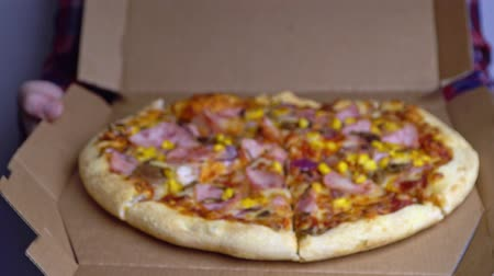 peperoni : Pizza delivery. the appearance of the pizza in focus from defocus