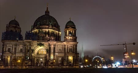 pitka : Germany December 2018. Berlin winter night time lapse of Berlin Cathedral Dostupné videozáznamy