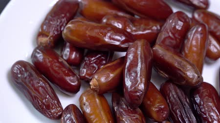 suszone owoce : Dried fruit dates rotates. close up Wideo