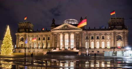 bundestag : Germany. The building of the Berlin of the Bundestag in the winter at Christmas time lapse