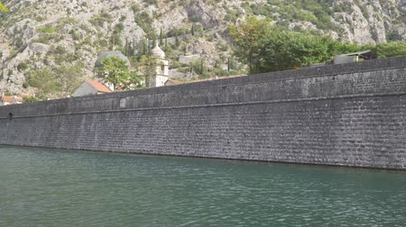 taş işçiliği : The stone wall of the fortress around old Grod. Kotor, Montenegro