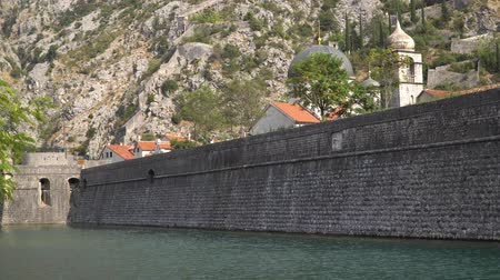 kamenné zdivo : The stone wall of the fortress around old Grod. Kotor, Montenegro