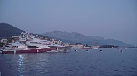 zendmast : Sunset over the yachts. Yachts in the seaport of Tivat. Porto Montenegro Stockvideo