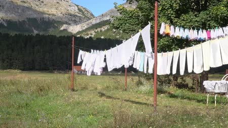 шнур : Clothesline with linen in a mountain village