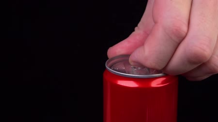 консервированный : slow motion opening a can of Cola Стоковые видеозаписи