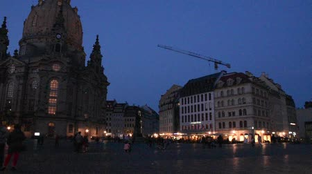elba : Frauenkirche cathedral in Dresden, Germany in summer, night scene croud of tourists Filmati Stock