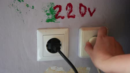 receptacle : Plugging and sticking a plug into a socket