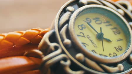 karát : Extreme Close Up of Beautiful Womans Watch. Second Hand Dial