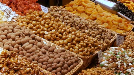 засахаренный : Mixture of dates dry fruits Raisins and nuts in the market La Boqueria in Barcelona,Spain