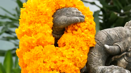ábrázol : Statue of elephant in flowers close up view. Elephant symbol of Thailand. Buddhist religion and symbols Stock mozgókép