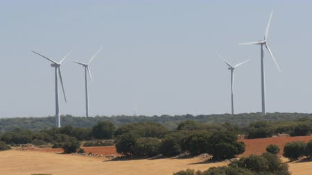 nekonečný : Windmill power technology, Green technology, a clean and renewable energy solution, Beautiful windmill turbines harnessing clean, green, wind energy in Spanish fields Dostupné videozáznamy