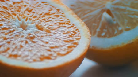yarım uzunluk : Cut citrus lemon and orange close-up view close on a white background