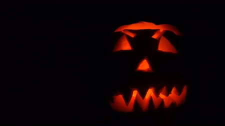 esculpida : Luminous grimace carved on the Halloween pumpkin to the Day of All Saints in dark