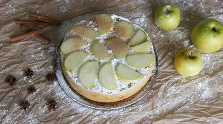 koláč : Traditional homemade apple pie powder with cinnamon. Delicious freshly baked apple pie charlotte top view