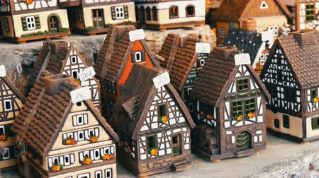 kandelaar : Beautiful candlesticks in form of houses in the style of fachwerk. National German and Dutch white with black beams mini houses on the Christmas market in Nuremberg