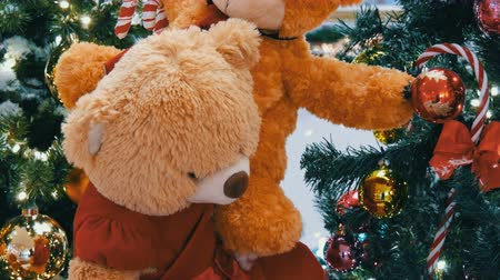 ぬいぐるみの : Teddy Bears as Christmas decoration in a shopping center
